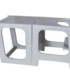 Πύργος εκμάθησης με τραπέζι καρέκλα σε ένα